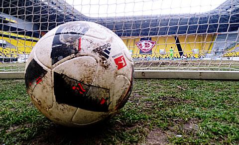 Gespenstisch... Keine Fans beim Testkick von Dynamo gegen unsere Jungs